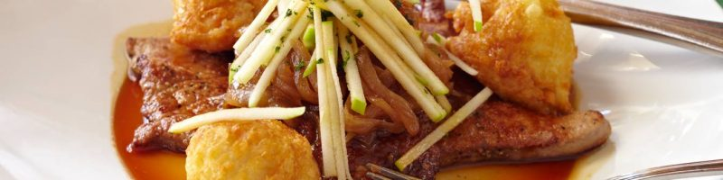 Veal liver with caramelized onions and Granny Smith apple